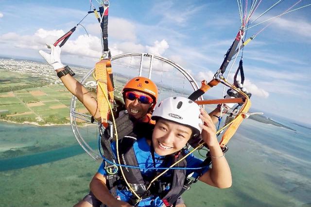 【沖縄・宮古島】モーターパラグライダー(写真撮影可能・高度200m・10分)