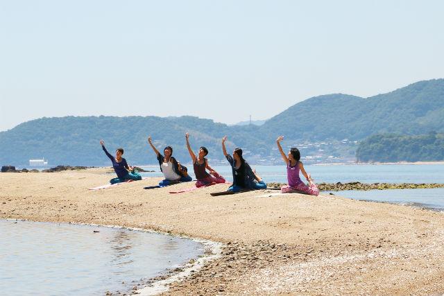 【岡山・ヨガ】離島のビーチで島ヨガ。プライベート感満載の贅沢なひとときを!