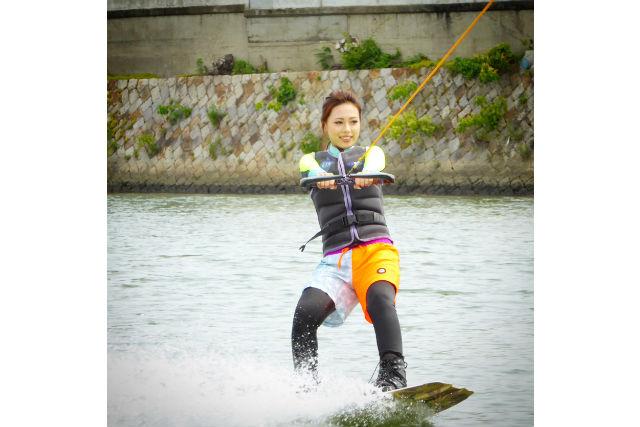 【岡山市】プロのインストラクターが指導!ウェイクボード体験