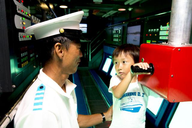 【沖縄・恩納・グラスボート】まるで動く水族館!濡れずに楽しむ海中探検