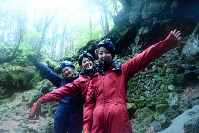 【山梨・青木ヶ原樹海・ケイビング】憧れの冒険!神秘な溶岩洞窟に潜入~氷の世界へ~