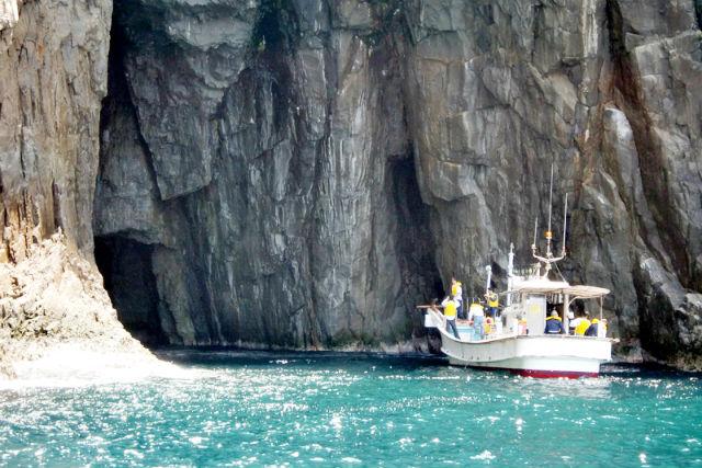 【山口・クルージング・定時運航】1億年前の地層を見に行こう!須佐湾遊覧船・ジオクルージング