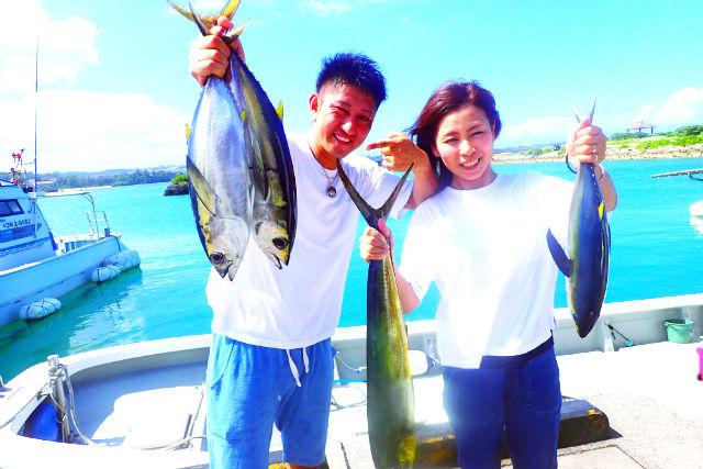 【沖縄・恩納村・釣り体験】船1隻完全貸切!大物トローリングツアー(マグロ・カツオ・シーラ)