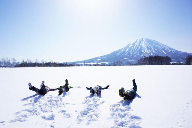 【北海道・ニセコ・スノーシュー】雪化粧した森を歩こう!スノーハイクツアー・グループプラン(5~6名・貸切・写真撮影付)