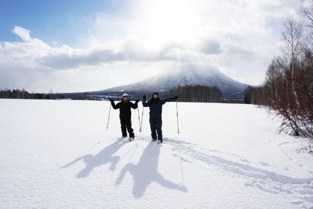 【北海道・ニセコ・スノーシュー】雪化粧した森を歩こう!スノーハイクツアー・グループプラン(2~4名・貸切・写真撮影付)