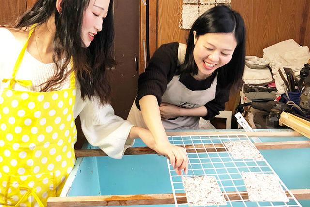 【北海道・札幌・伝統工芸体験】北海道の植物で紙すき!和紙作り(はがきサイズ2枚)