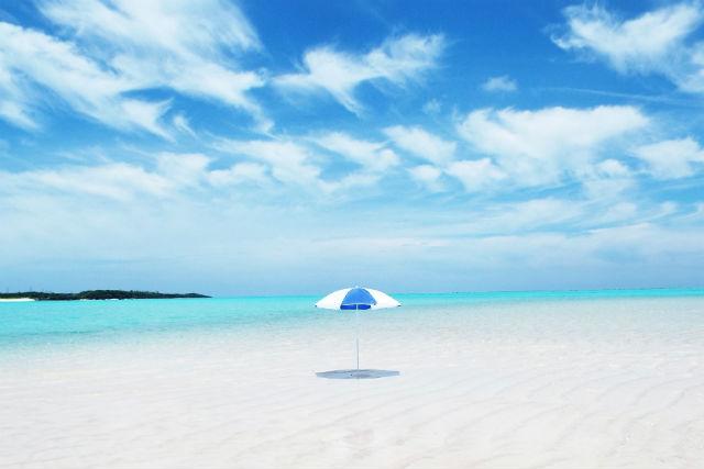 【鹿児島・与論島・グラスボート】真っ白な星砂!百合ヶ浜上陸ツアー