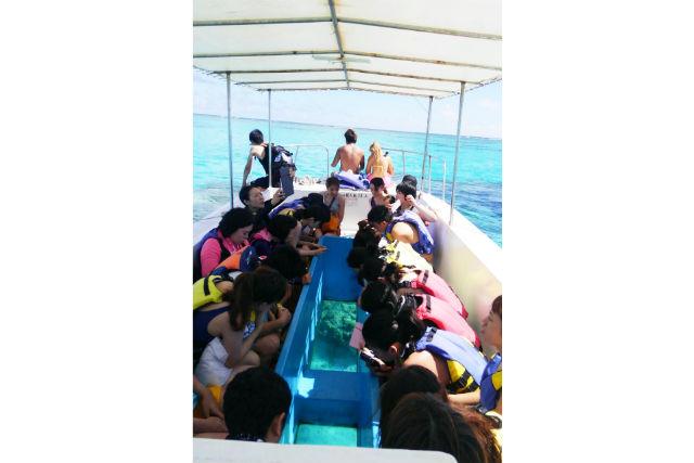 【鹿児島・与論島・グラスボート】海中公園&百合ヶ浜!与論島グラスボート
