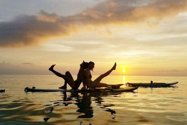 【沖縄・石垣島・SUP】幻想的な風景の中で!サンセットSUPヨガフィット&クルーズ