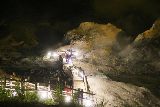 【北海道・登別・エコツアー】夜の北海道遺産を堪能!暗闇地獄谷ウォーク