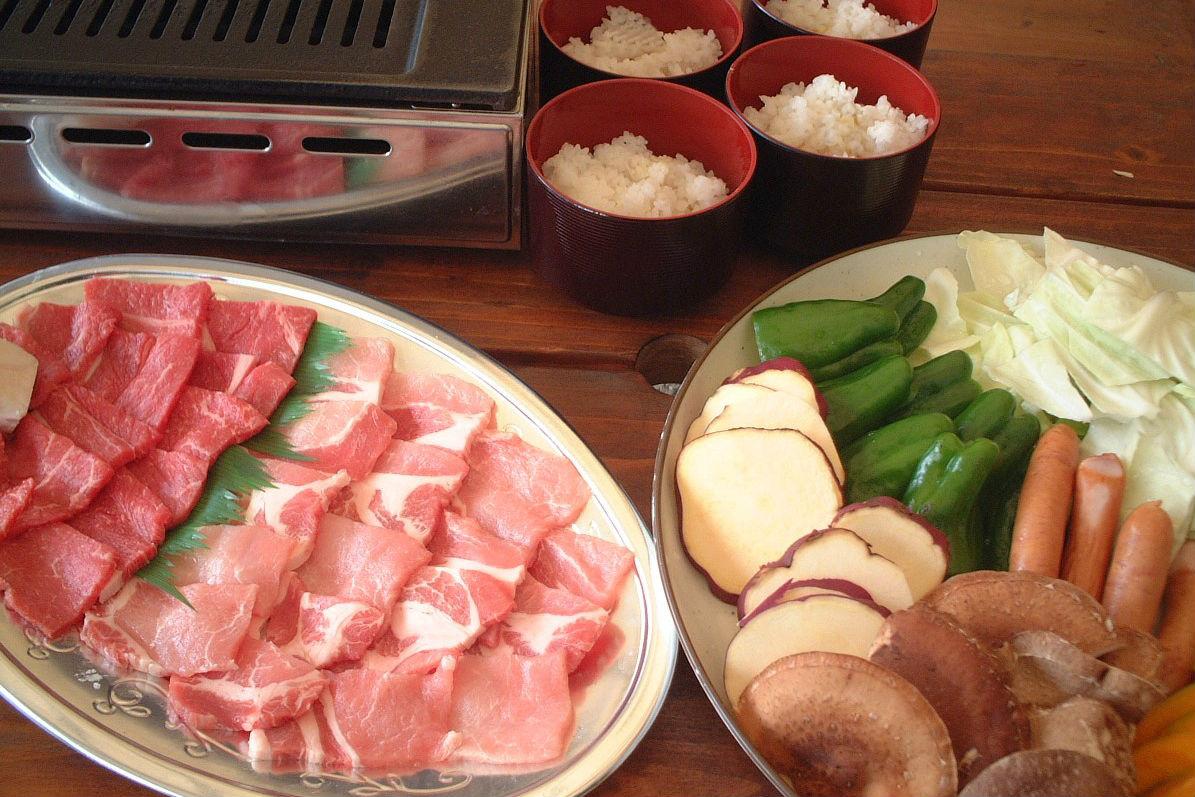 【兵庫・三田・BBQ&いちご狩り】特選牛もも肉&豚ロースBBQ&いちご狩りのセットプラン