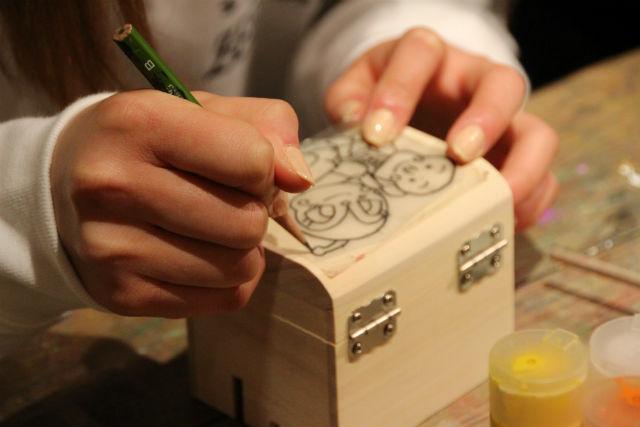 【山梨・オルゴール作り】曲が選べる!木箱のオルゴールに絵付け体験