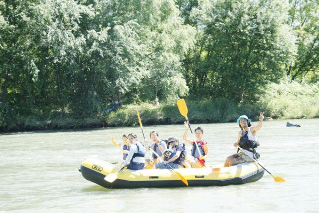 【北海道・富良野・ラフティング】濡れない、漕がない!1歳からOKゆる~り川下り体験