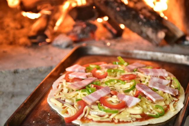 【秋田・手作りピザ】懐かしの木造校舎で開催!淡雪こまちピザ作り