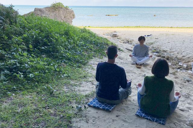 【沖縄・南城市・マインドフルネス】沖縄の聖地ヤハラヅカサ(砂浜)で瞑想体験(3時間)