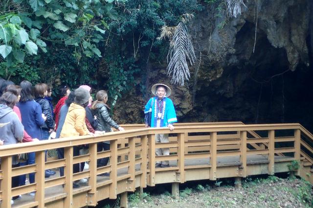 【沖縄・宜野座村・ガイドツアー】地元ガイドがご案内!メーガー洞と周辺史跡巡り
