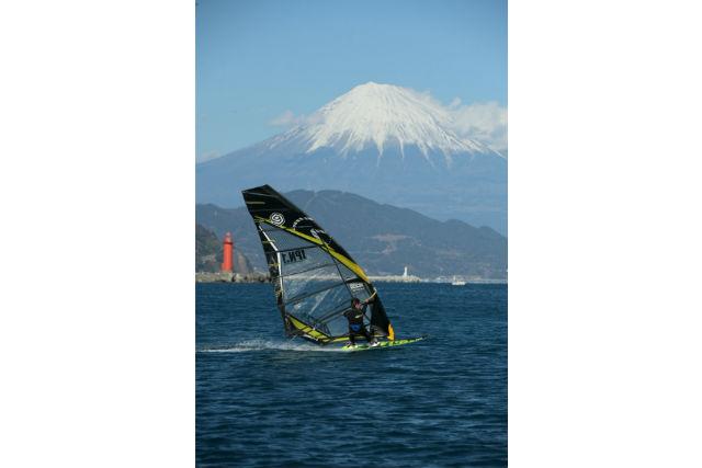 【静岡・ウィンドサーフィン】風を受けて進む魅力を体感!1日レッスンプラン