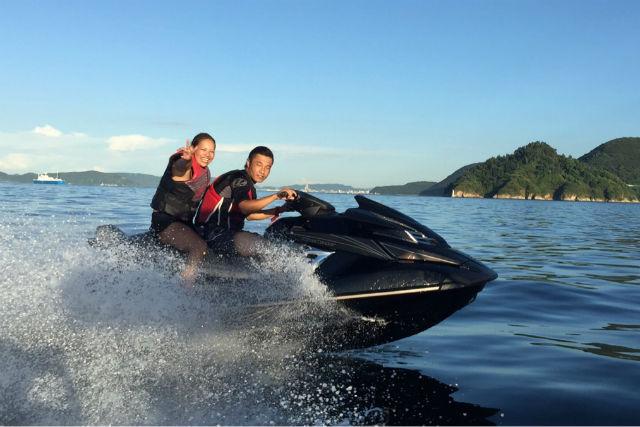 【香川・高松・ジェットスキー】瀬戸内海の海を滑走する!ジェットスキー1日レンタル
