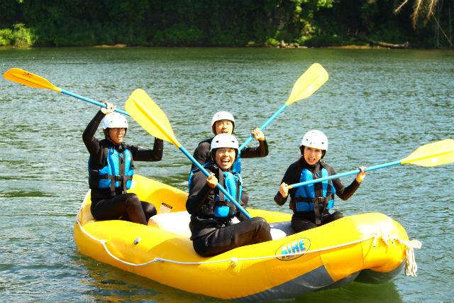 【岐阜・美濃加茂・ラフティング】ボート1艇貸切で川下りに挑戦!ラフトクルージング