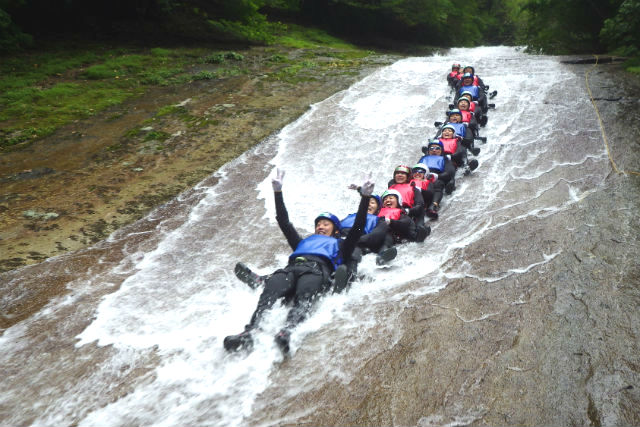 【愛媛・1日・キャニオニング】日本の滝百選・雪輪ノ滝!高さ40メートルを滑り降りよう!