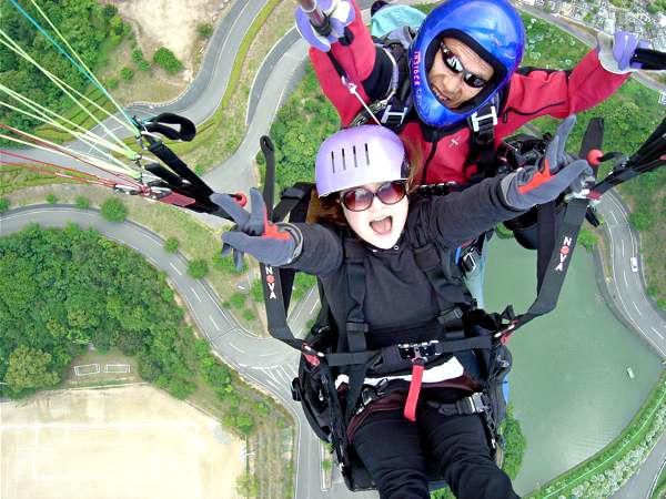【愛媛・パラグライダー】大胆すぎる空中散歩!標高800mの山から海の上へ飛び立つ★写真プレゼント