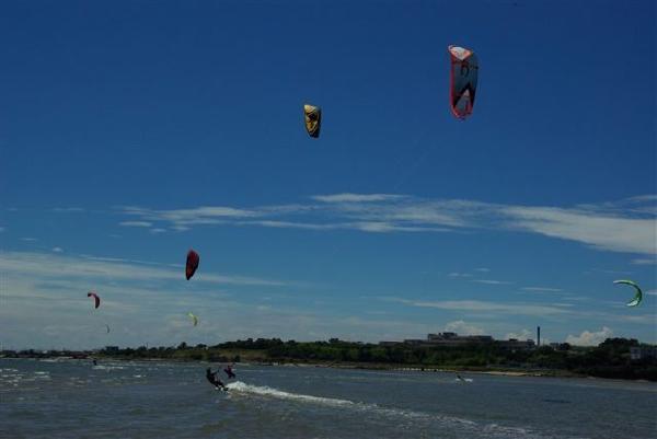【半日・初心者向け】瀬戸内の風と遊ぶ☆カイトサーフィン体験!