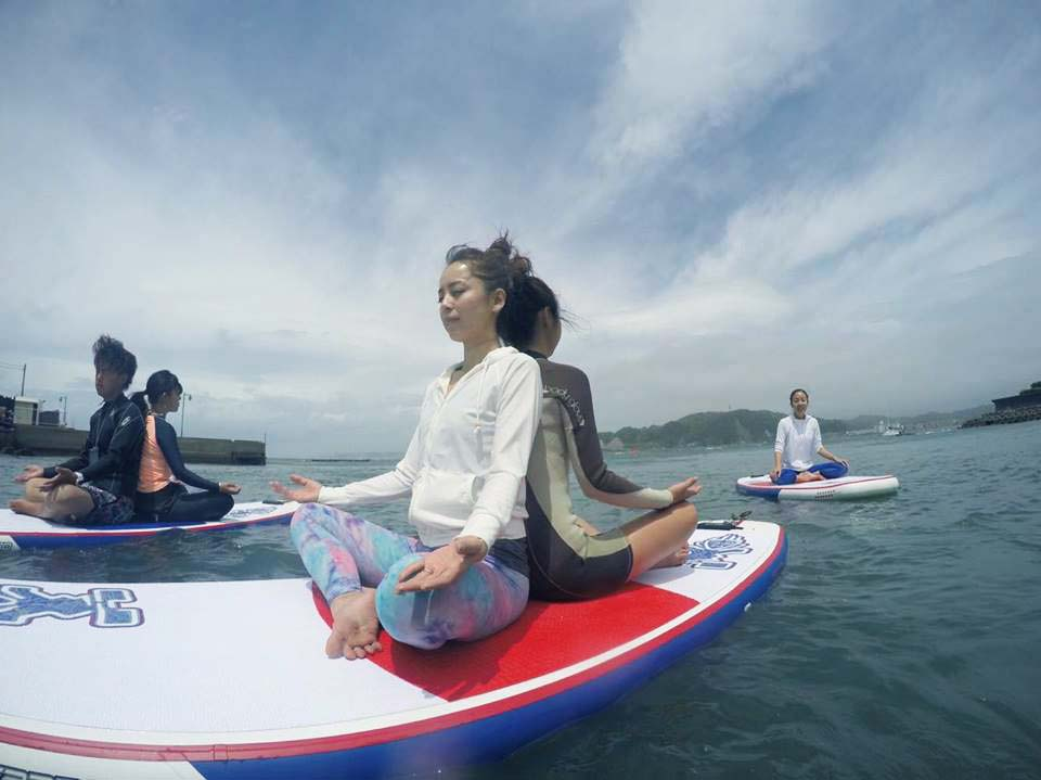 【神奈川・逗子・SUP】自然のエネルギーを五感で満喫!SUPヨガ体験・1日コース