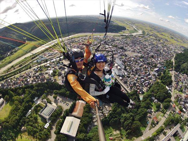 【石川・獅子吼・パラグライダー】パイロットと高さ600メートルの空へ!絶景を真下にタンデムフライト