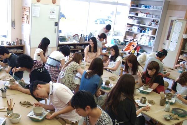 【120分・志野の板皿】伝統的な紐作りの技法でつくる。志野の板皿プラン