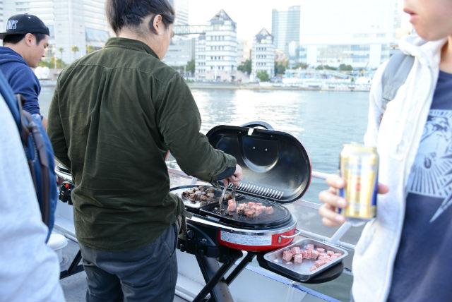 【横浜・クルージング・平日・団体】貸切BBQクルージング!みなとみらいをプライベートに満喫