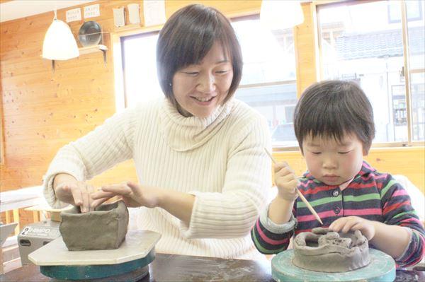【手びねり】土にじっくり向かい合おう!栃木・益子焼の温もりを感じる陶芸教室