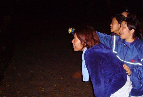 【1時間半・ナイト】暗闇のジャングルを探検。名護城址公園ナイトハイク