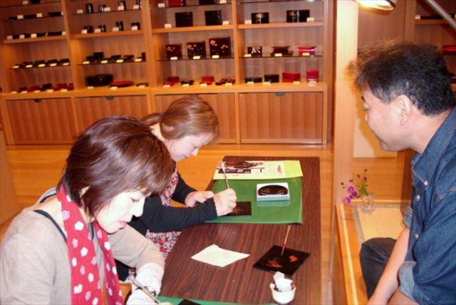 【秋田県湯沢市・伝統工芸蒔絵体験】漆器を美しく彩ろう。ご旅行の思い出におすすめ!