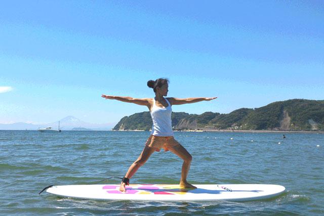 【神奈川・逗子・ヨガ】静かな海の上で、心と体をリラックス。SUPヨガ体験