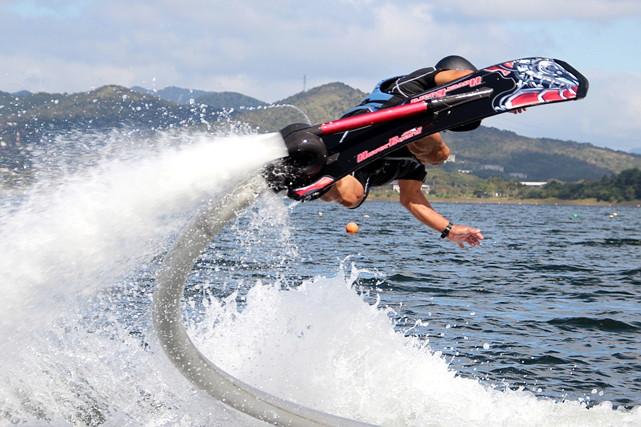 【山中湖・ホバーボード】空中飛行を叶える未来的アクティビティ!ホバーボード体験!