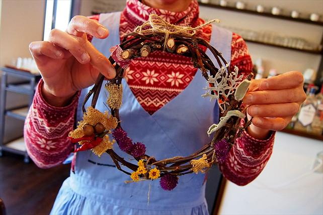 【山梨・クリスマスリース作り体験】冬のインテリアは手作り!100%天然素材のクリスマスリース作り体験