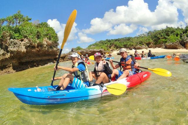 【沖縄・恩納村・やどかり島シーカヤックツアー】カヤックに乗って、ヤドカリの住む無人島を目指そう!
