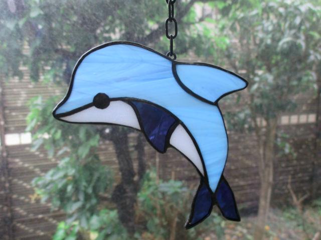 【横浜・ガラス細工】ステンドグラス職人気分で作る!かわいいイルカのサンキャッチャー