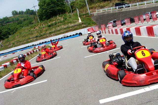【山梨・レンタルカート】本格的なサーキットを疾走!最速ドライバーを決めよう!