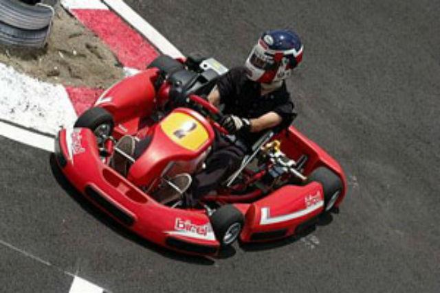 【山梨・レンタルカート】コーナーを制して1位を勝ち取れ!ミニレースパック