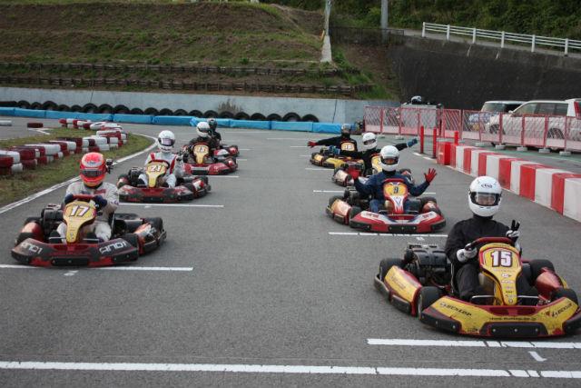 【山梨・レンタルカート】勝利を競う、体感時速120kmのサーキット!午後貸切コース