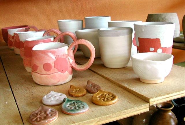 【つくば市・陶芸】皿か湯飲みに染付か鉄絵で描ける、絵つけ体験プラン