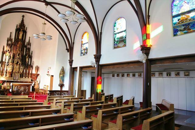カトリック弘前教会の美しい姿。弘前を熟知したおべ様(物識り)ガイドで訪ねます。