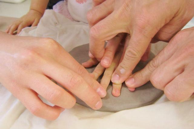 【愛知・陶芸】成長の記録は家族の宝物。赤ちゃん手形を残そう