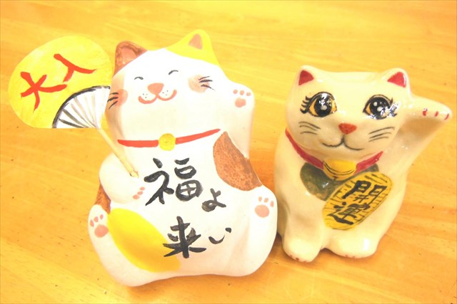 【JR大阪駅徒歩3分・陶芸体験】本格的な絵付け体験。幸せを呼ぶ「招き猫」をつくろう