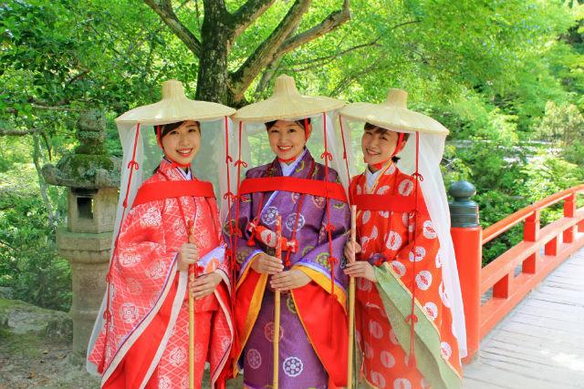 【広島・宮島・着物レンタル】女子旅に人気!平安のおでかけスタイル「壺装束」で宮島観光
