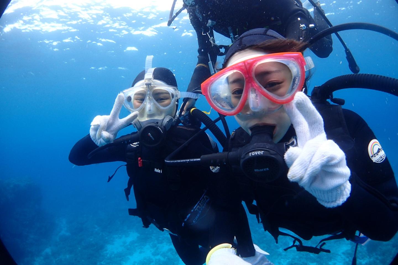 【沖縄・慶良間・体験ダイビング】ウミガメ狙いの半日体験ダイビング2ダイブコース!ちょー快適フルフェイスマスク完備店!
