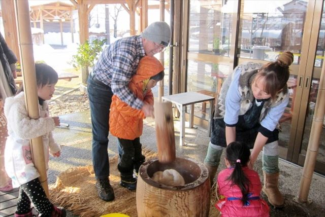 【富山・餅つき】つきたてモチモチをほおばる!自家製もち米で餅つき体験