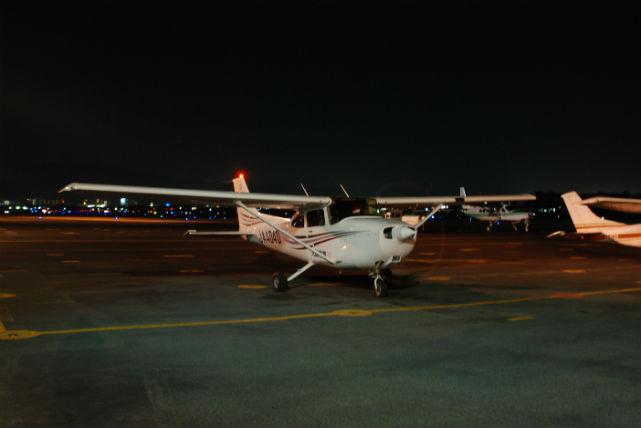 【大阪・飛行機遊覧・夜20分】大阪全体がライトアップ!ロマンチックな上空飛行にでかけよう