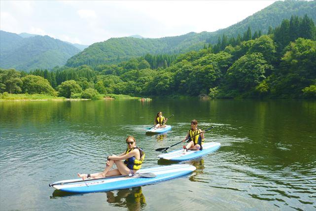 【新潟・湯沢・SUP】のんびり水上散歩ができるのは、SUPならでは!大源太湖・ランチ付きコース